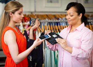 Как продавцу-консультанту расположить к себе покупателя