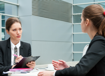 Проведение интервью: взаимодействие интервьюера с респондентом, анализ ответов